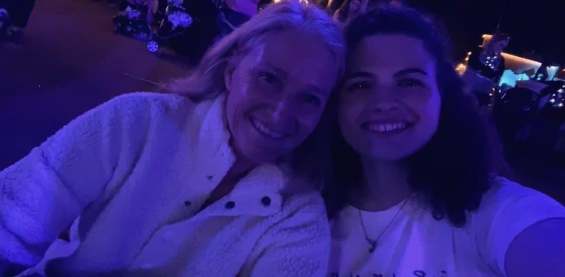 mother and daughter selfie at magic kingdom