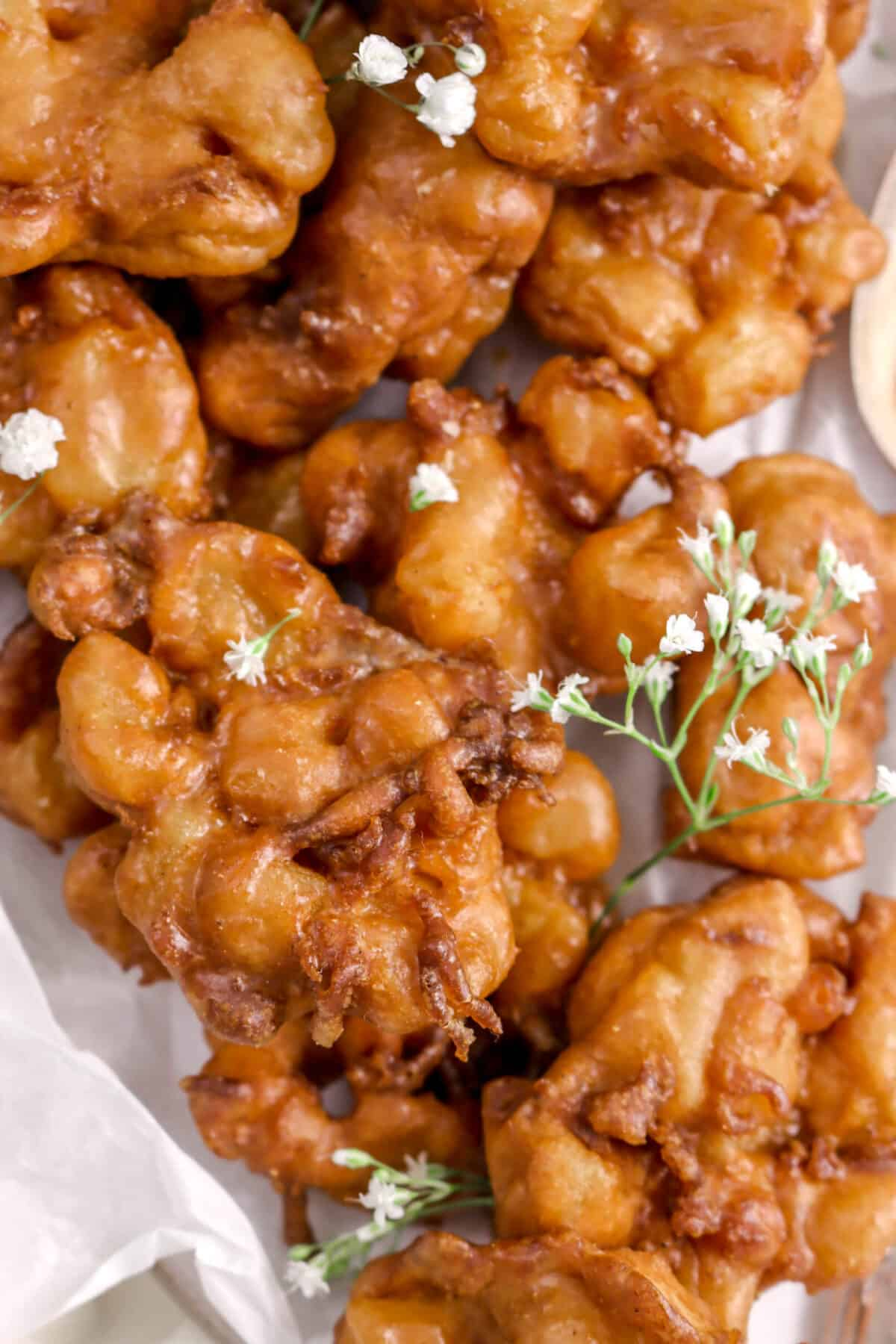 zoomed in shot of apple pie fritters