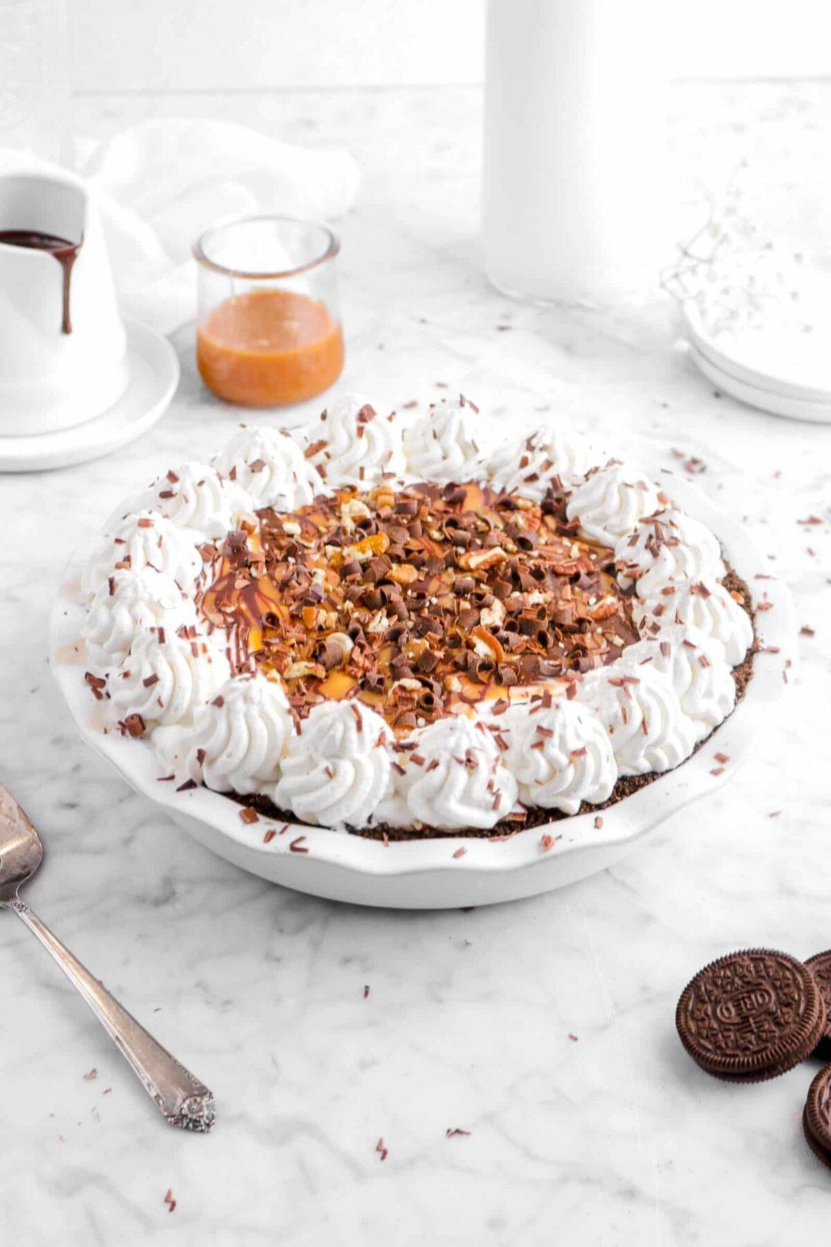 turtle ice cream pie with chocolate sauce, caramel, and oreos around