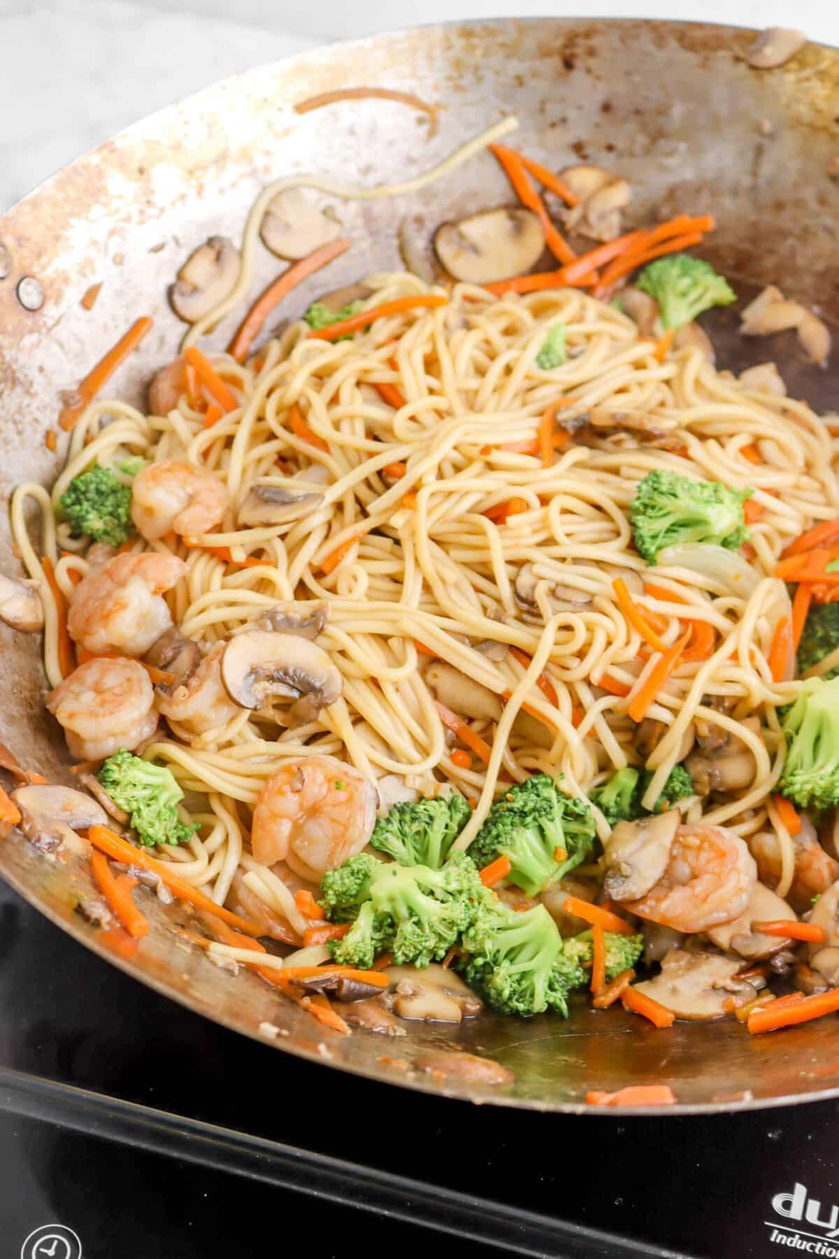 lo mein in a wok